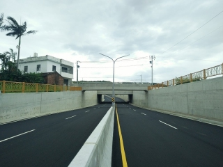 ↑穿越台鐵內灣線之車行地下道