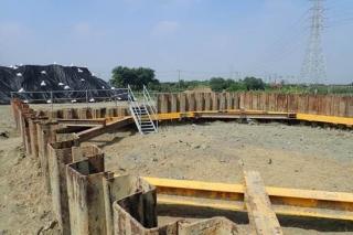 ↑東段標橋墩基礎開挖及擋土支撐架設作業