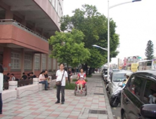 屏東市屏東高中周邊通學步道改善工程,完工後的行人道街景