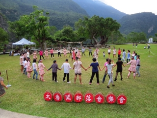 Between April and December 2017,  Truku people will give outdoor performances  at the Taroko Visitor Center square